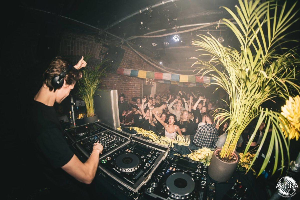DJ Draait na zijn online DJ Cursus