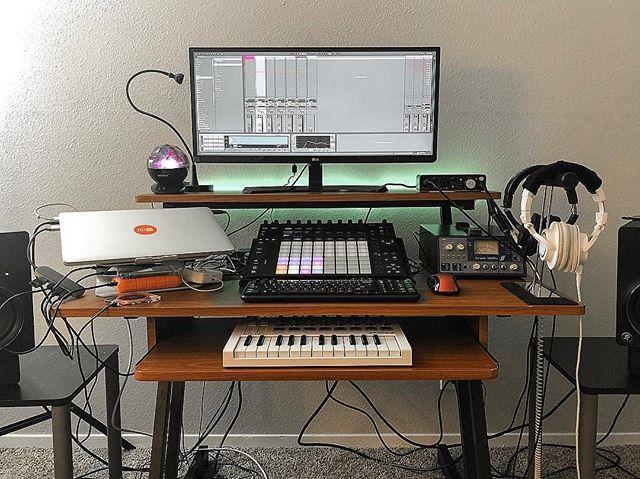 foto van een muziek producer studio cursus